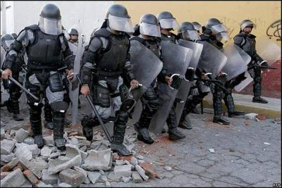[Mexico] Guerra en Oaxaca, Atacan con rifles AK-47 Radio Universidad